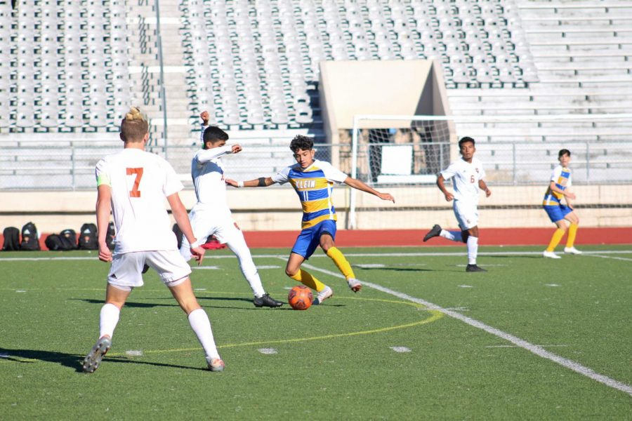 Soccer kicks off season with wins